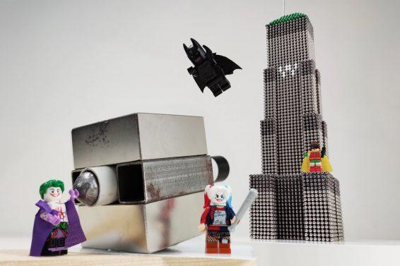 Batman_VS_Joker_Wayne_Tower_made_of_magnetic_balls